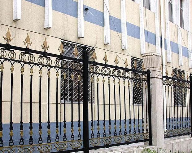 铁 艺 围 栏