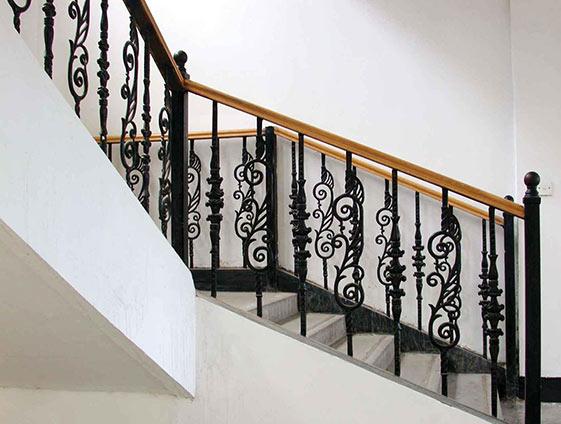 铁 艺 楼梯