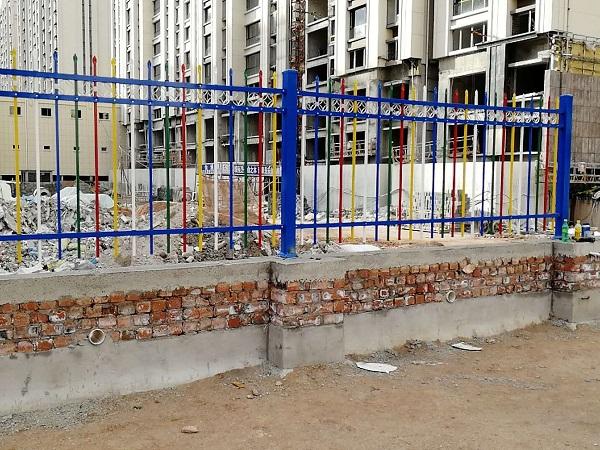 呼和浩特回民区某幼儿园彩钢护栏建设
