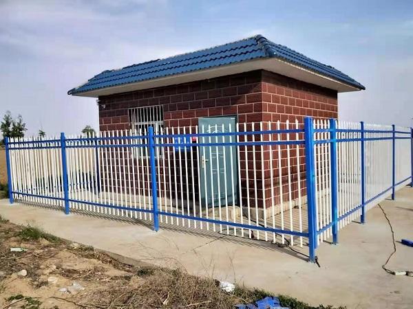 希拉牧仁草原旅游景点岗哨围栏以及住户大门安装完毕实物图